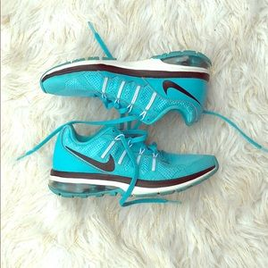 Nike fit sole sneakers 6 women's